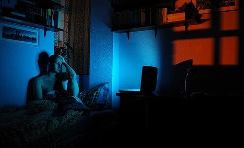 Какво причинява безсънието