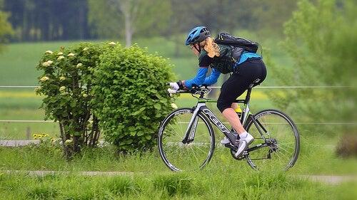 каране на колело за по-стегнато дупе