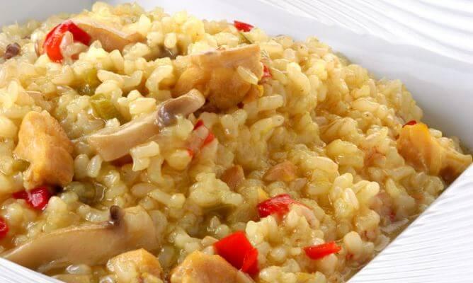 ориз с гъби и люти чушки - перфектната вечеря за изгаряне на мазнини