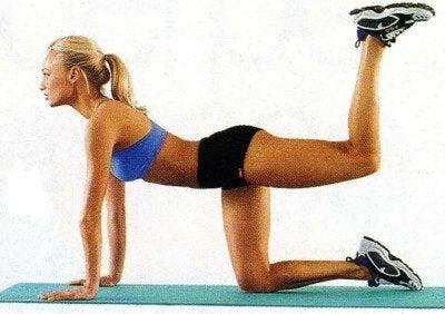 упражнения за изгаряне на мазнини - повдигане на крак