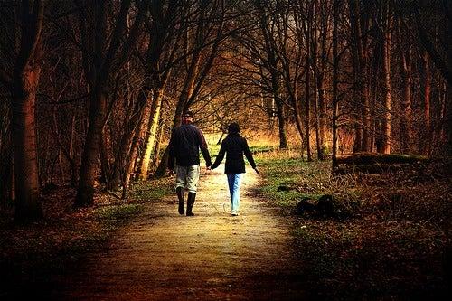 Разхождайте се, за да бъдете щастливи