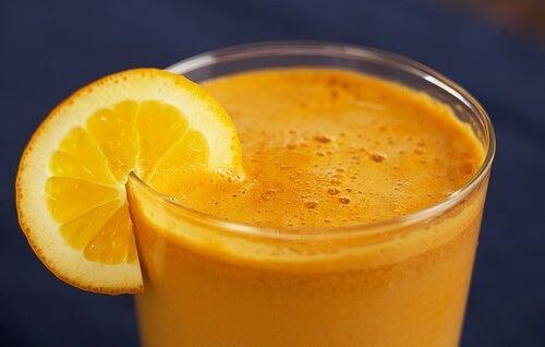Сокът е здравословен, защото съдържа плодове и хранителни вещества