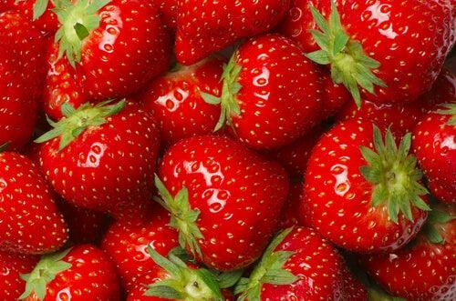 артритът се повлиява положително от консумацията на пресни плодове, например ягоди
