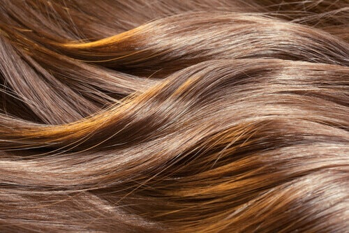 Сешоара,машата и лаковете вредят на косата ви