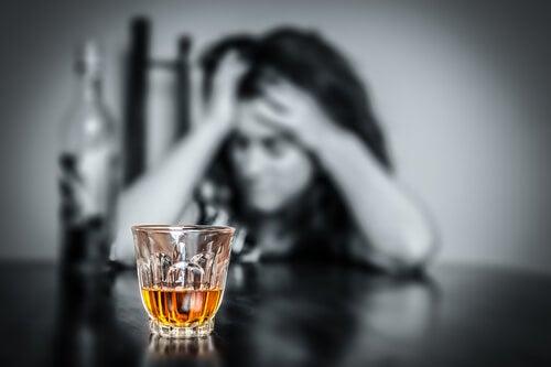 прекомерната консумация на алкохол е вредна за мозъка ви
