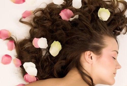 Как да ароматизирате косата си по естествен начин