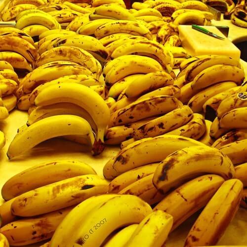 узрелите банани са идеално средство за напукани пети