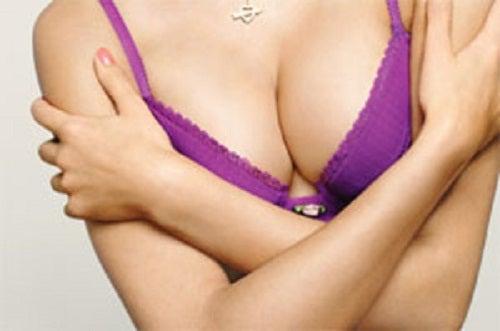 Как да стегнете мускулите на гърдите