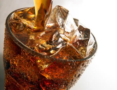 газираните напитки са сред храните, с които увреждате костите си