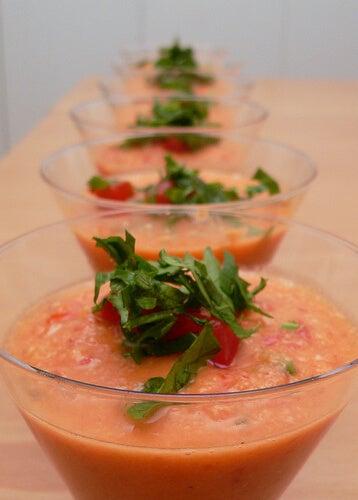 рецепта за лека вечеря - гаспачо със сурови зеленчуци
