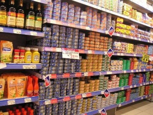 Опасностите от яденето на консервирани храни