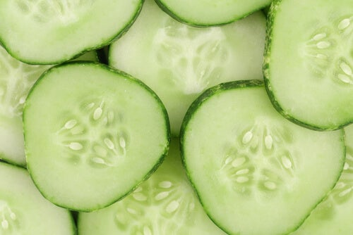 краставицата спомага лечението на ечемик на окото