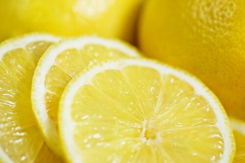 лимоните се справят с гъбичките по краката