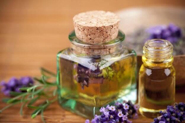 Етеричните масла са страхотен съюзник против възпалението от разширени вени.