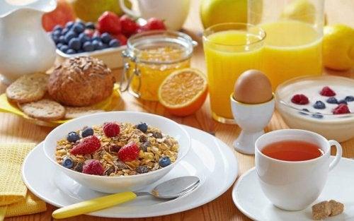 ранното събуждане помага да си направите здравословна закуска