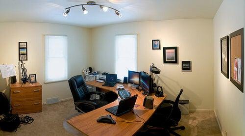 електромагнитно поле в офиса