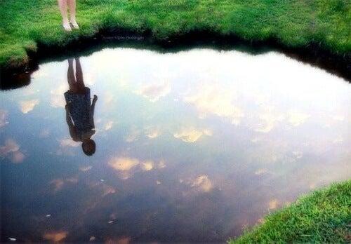 Открийте закона на огледалото, за да бъдете щастливи