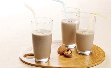 Млякото от орехи е най-полезно против разстройство от всички растителни млека