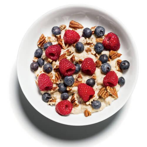 овесена каша с орехи и плодове за закуска