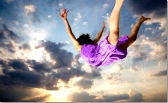 Падане - това е още един от най-често повтарящите се сънища.