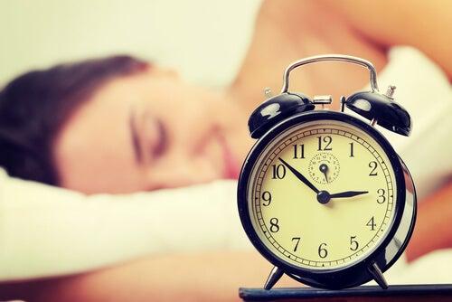 недостатъчният сън е сред навиците, с които увреждате костите си