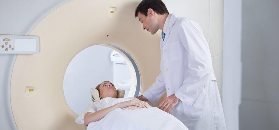 наличието на мозъчна аневризма би могло да се установи със скенер