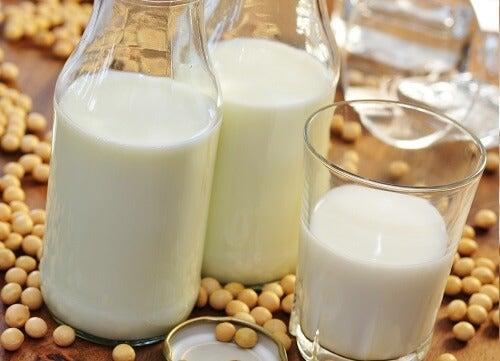 Соево мляко - едно от най-популярните растителни млека.