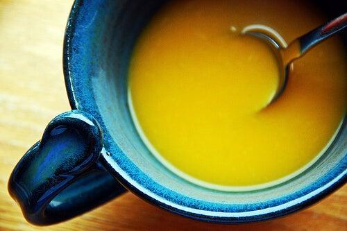рецепта за лека вечеря - зеленчукова супа с тиквички и чесън