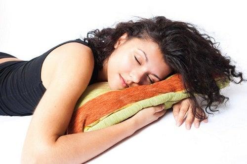 За по-добър сън, спете на лявата страна