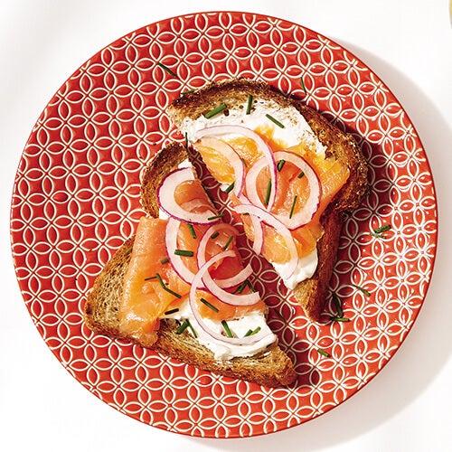 тост със сьомга за закуска