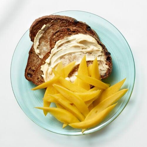 тост с манго за закуска
