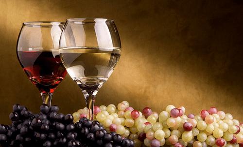 чаша червено вино помага срещу лошото кръвообращение