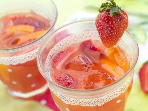 Вода от ягоди за детоксикация на тялото