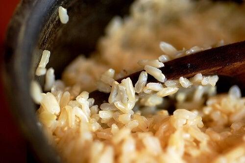 Пълнозърнестите храни са богати на фибри и засищат глада.