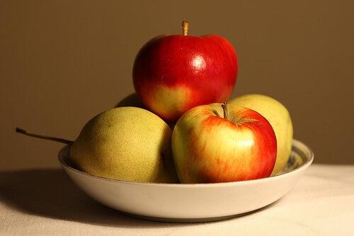 консумацията на ябълки спомага свалянето на килограми