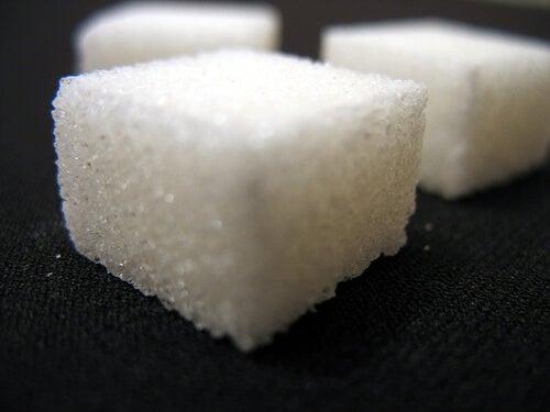 преработените храни, например захарта, са непрепоръчителни при ендометриоза