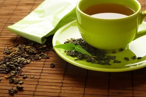 при подуване на пръстите използвайте натурални диуретици - например зелен чай
