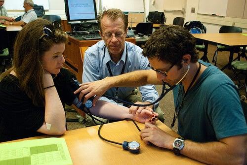 Високото кръвно налягане е опасно състояние, което може да доведе до инсулт, инфаркт и бъбречни заболявания.