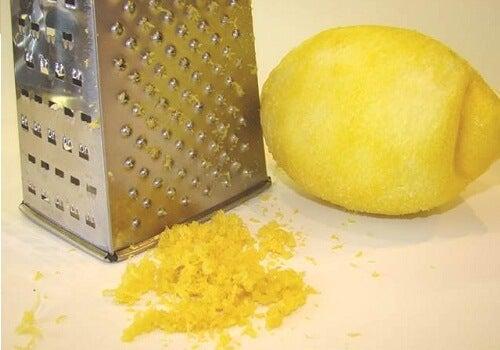 Приготвяне на домашен лимонов пай