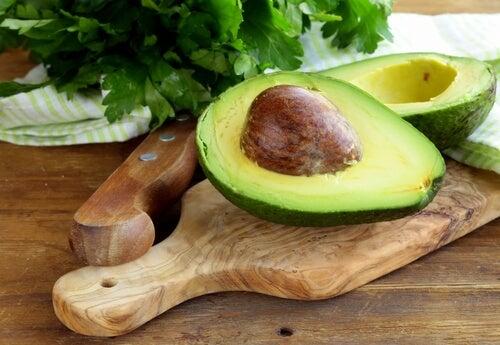 храни, от които няма да надебелявате - авокадо
