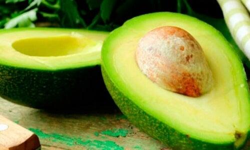 Авокадото е съставка в много балсами за коса