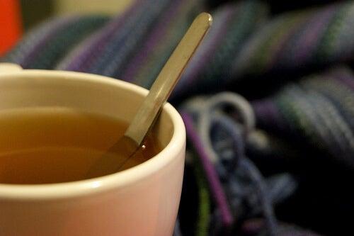 Пиенето на чай втечнява слузта в белите дробове