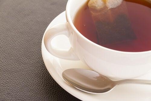 Избягвайте да пиете черен чай, ако страдате от високо кръвно налягане.