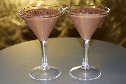 Шоколадът може да се използва за приготвяне на напитки и десерти