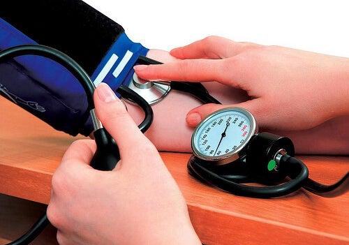 Състоянията хипертония и хипотония могат да бъдат много опасни.