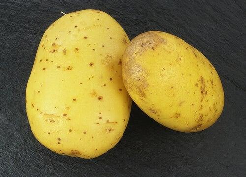 вода от картоф за бърз растеж на косата