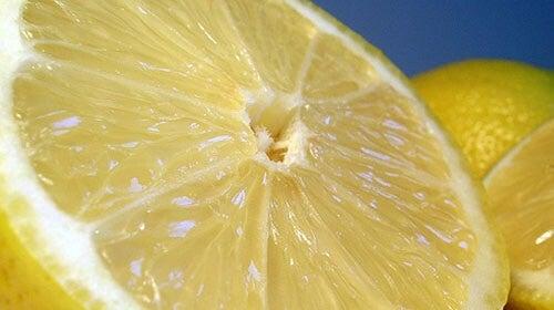 лимоните помагат за премахването на неприятни миризми в къщата