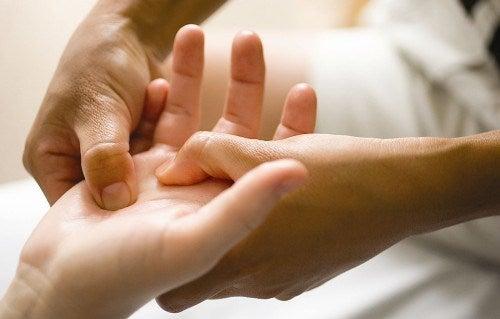 масажът ще облекчи симптомите на остеоартрит