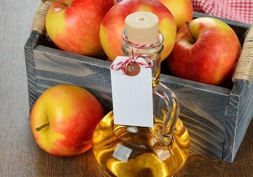 използвайте балсама с ябълковия оцет за укрепване на косата