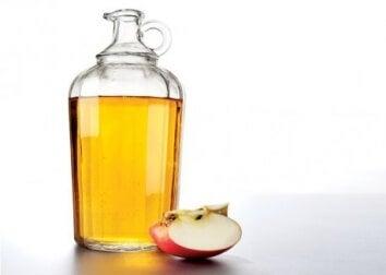 използвайте ябълковия оцет на стайна температура за гаргара